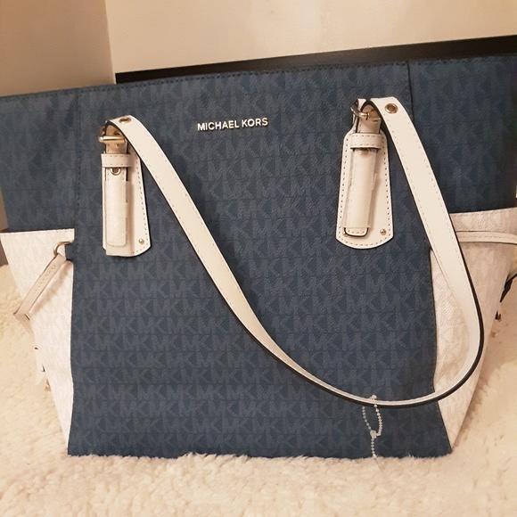 Michael Kors Handbags - Mk Purce